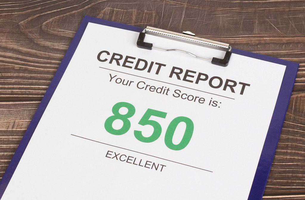 Excellent credit score report of 850 on wooden desk