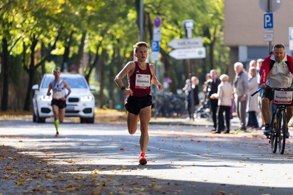 Fabianowski Dominik und Radfahrer - Köln Marathon 2017