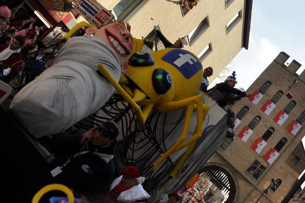 Facebook-Wagen am Rosenmontagszug 2012