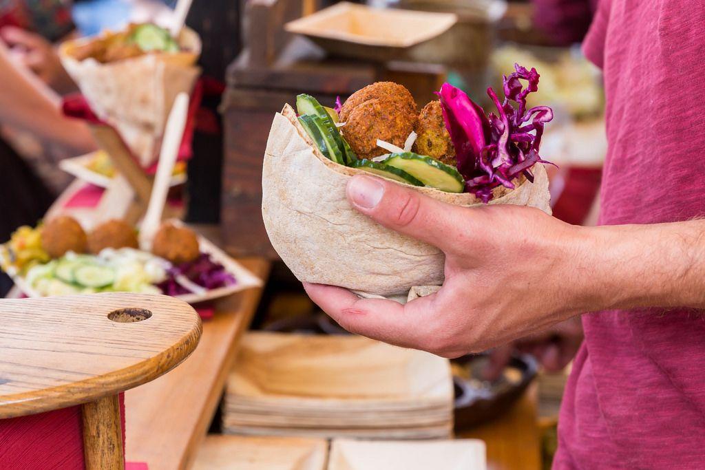 Falafel mit Rotkohl und Gurke