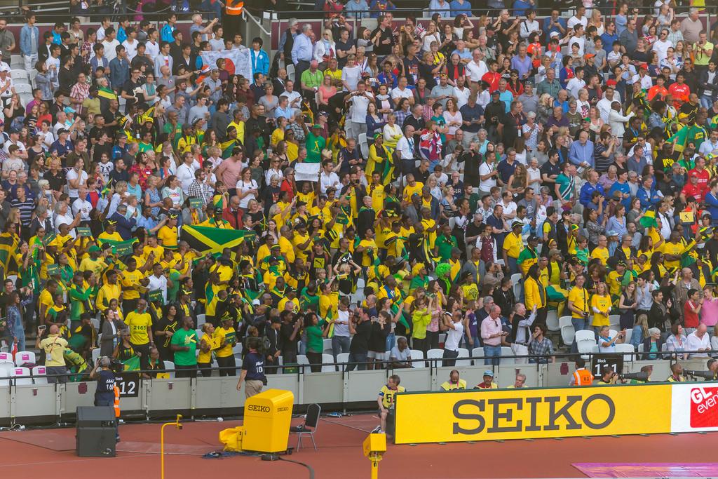 Fans aus Jameika um das letzte Rennen Bolts zu sehen