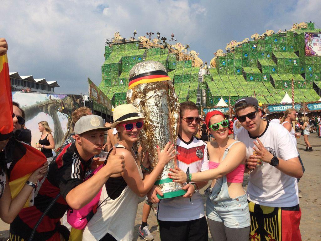Fans feiern Fußball-WM-Sieg - Musikfestival Tomorrowland 2014