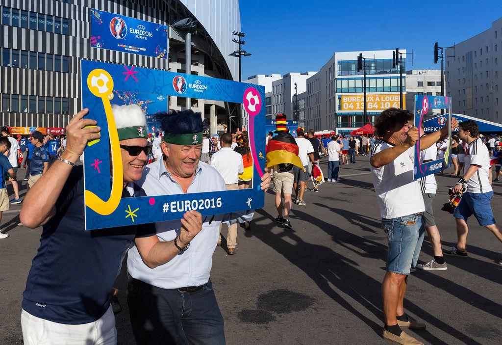 Fans vor dem Spiel Deutschland - Frankreich