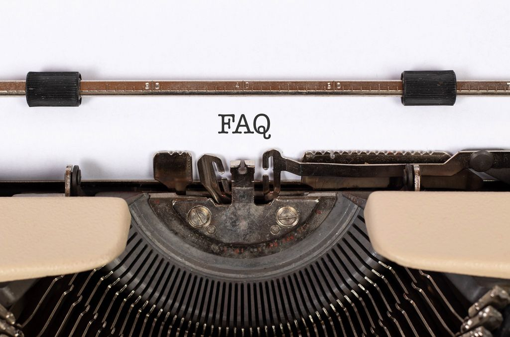 FAQ mit einer alten Schreibmaschine geschrieben
