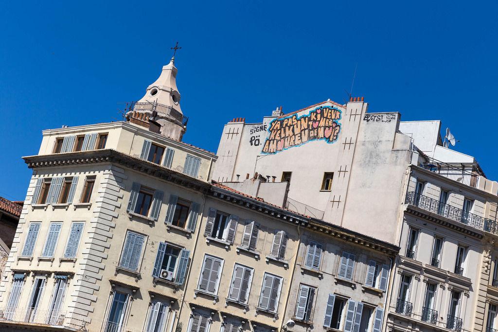 Fassade am alten Hafen in Marseille