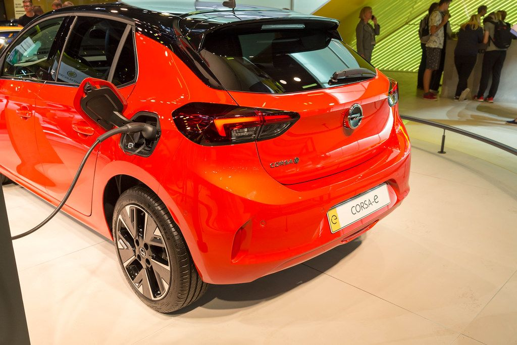 Fast charging with universal cable and on-board-charger of Opel Corsa-e electric cars