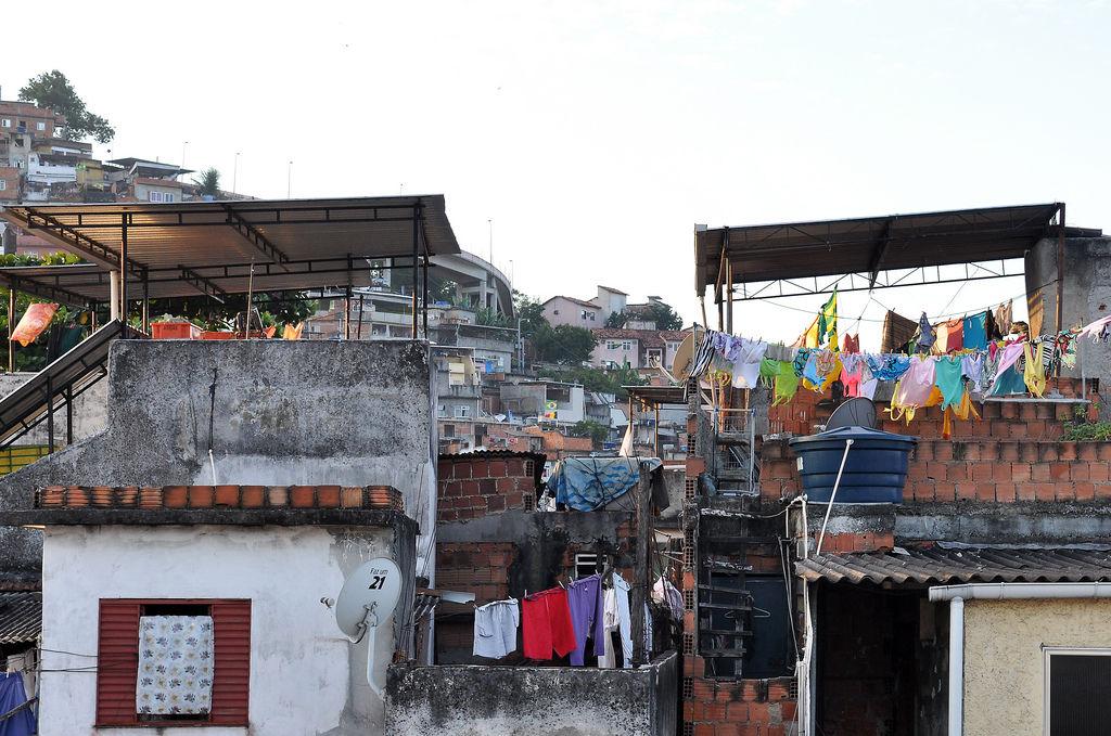 Favela in der Nähe zum Maracana-Stadion in Rio de Janeiro
