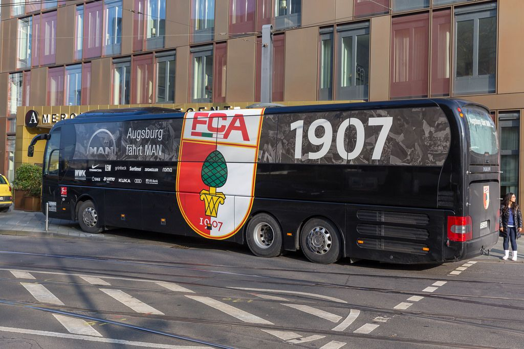 fc augsburg team bus bilder und fotos creative commons 2 0. Black Bedroom Furniture Sets. Home Design Ideas