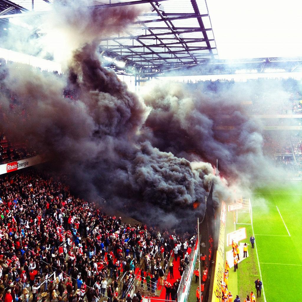 FC Köln: Wilde Horde randaliert nach Abstieg am 5.5.12