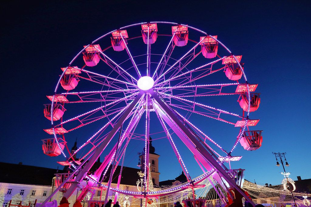 Ferris wheel at Christmas fair, red lights (Flip 2019)