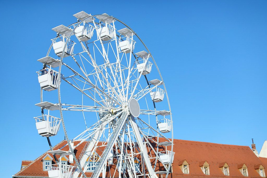 Ferris wheel in the park (Flip 2019)