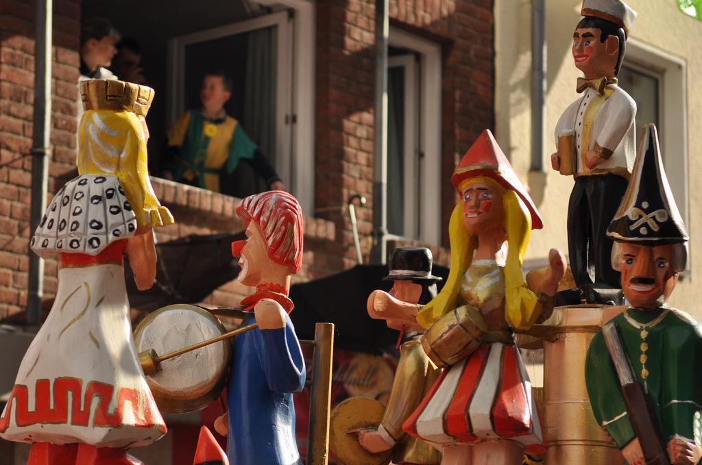 Figuren am Rosenmontagszug 2012