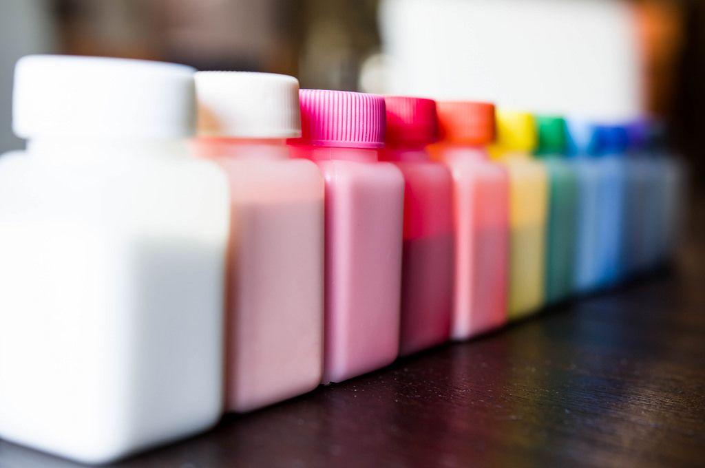 Flaschen mit Farbe