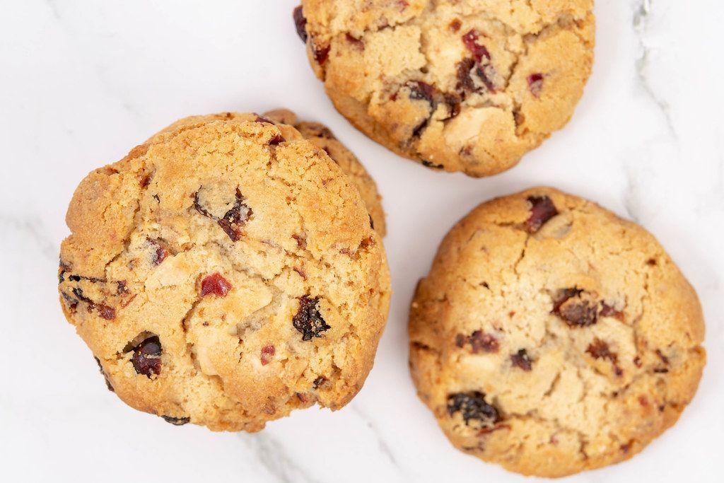 Flat lay above Round Biscuits with Raisins (Flip 2019)