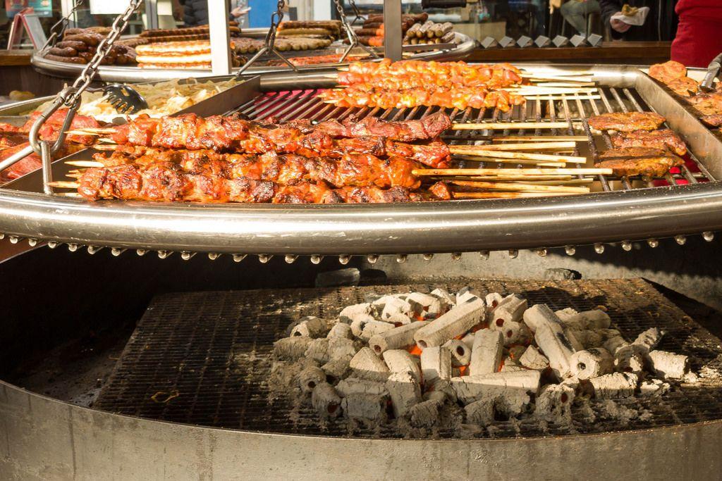 Fleischspieße am Grill