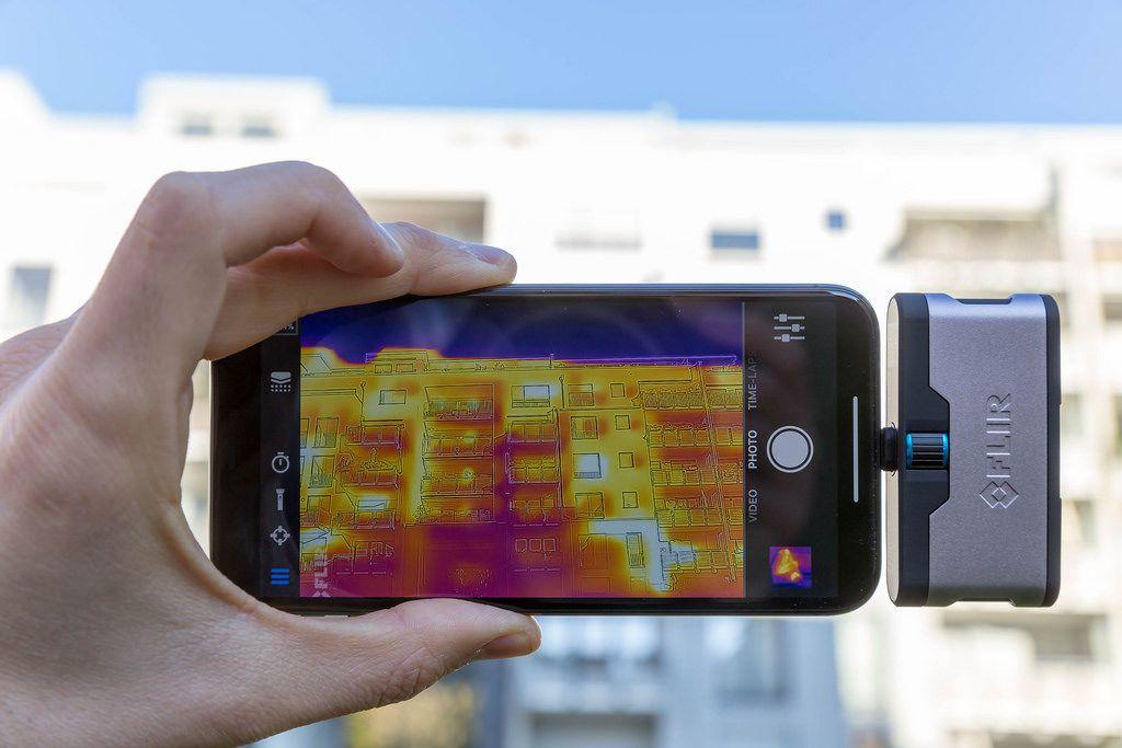 FLIR Infrarotkamera angeschlossen an ein iPhone