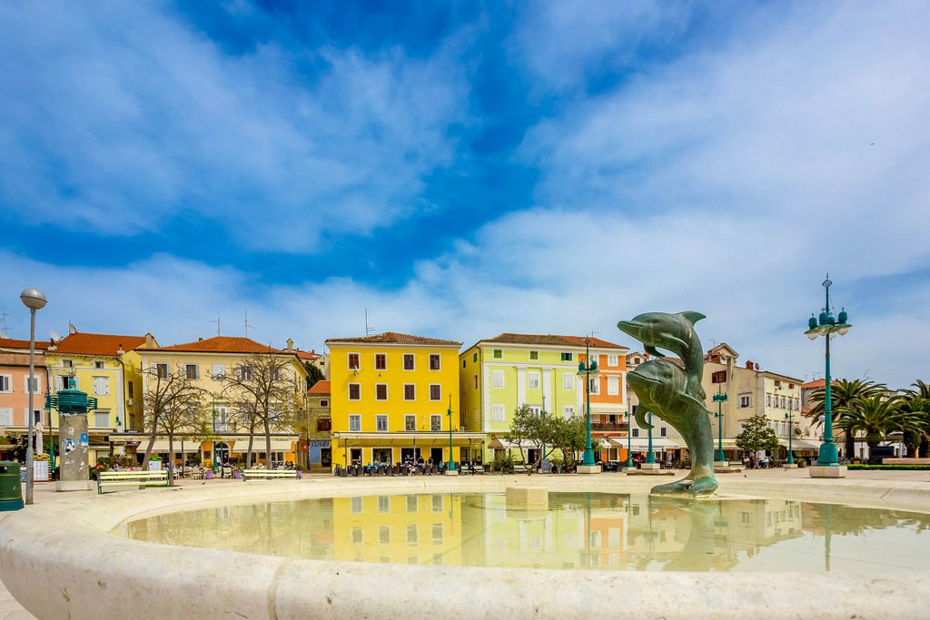 Fontain with statue of dolphins in town Mali Losinj, Croatia