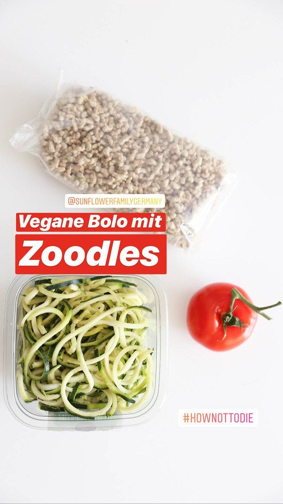 Food-Blogger posts Instagram photo of vegan Bolo made of sunflower seeds, next to zoodles - zucchini noodles