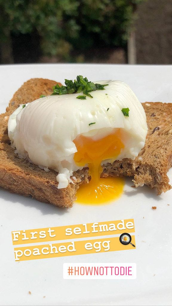 Foodblogger posts instagram picture of first self-made poached egg on a slice of bread as vegetarian breakfast idea