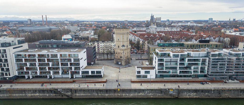 FrauenMediaTurm im Kölner Rheinauhafen