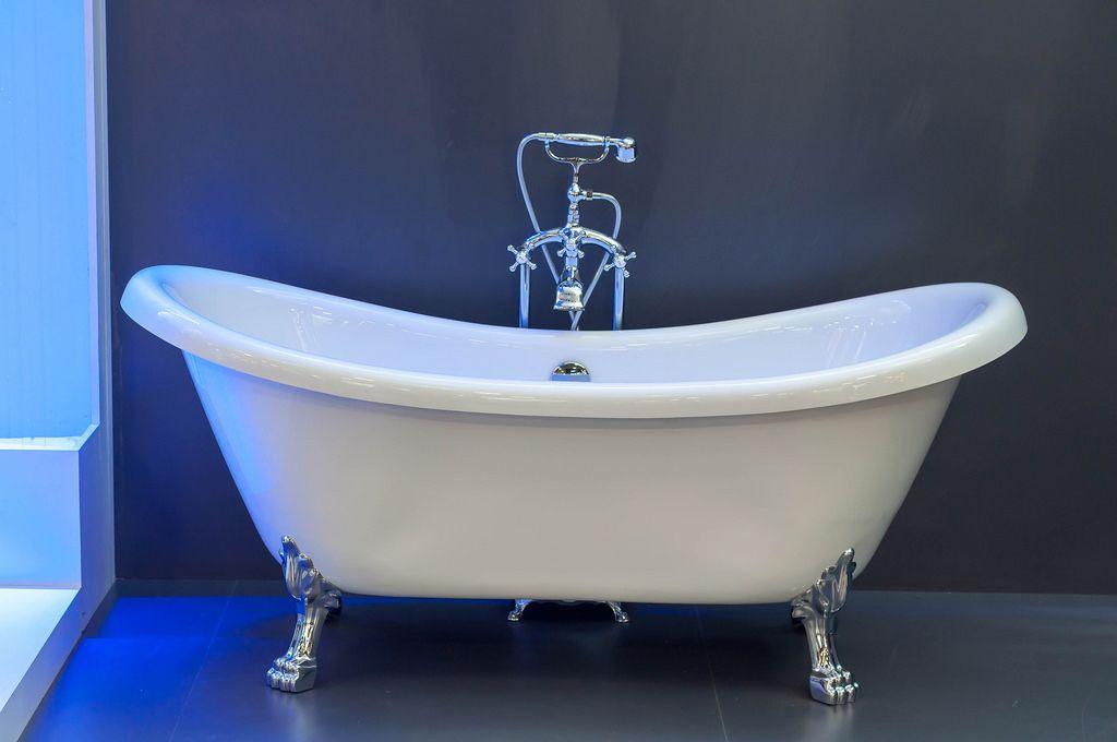 freistehende badewanne mit f en creative commons bilder. Black Bedroom Furniture Sets. Home Design Ideas