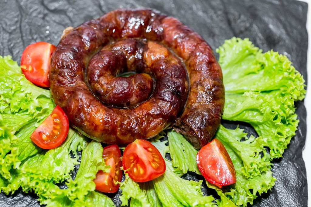 Fresh sausage with vegetables