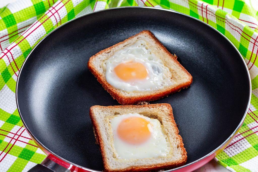 Fried eggs in toast bread in a frying pan (Flip 2019)