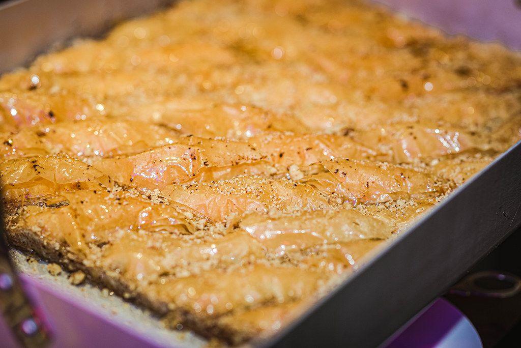 Frisch gebackene Baklava auf dem Mahane Yehuda Markt in Jerusalem