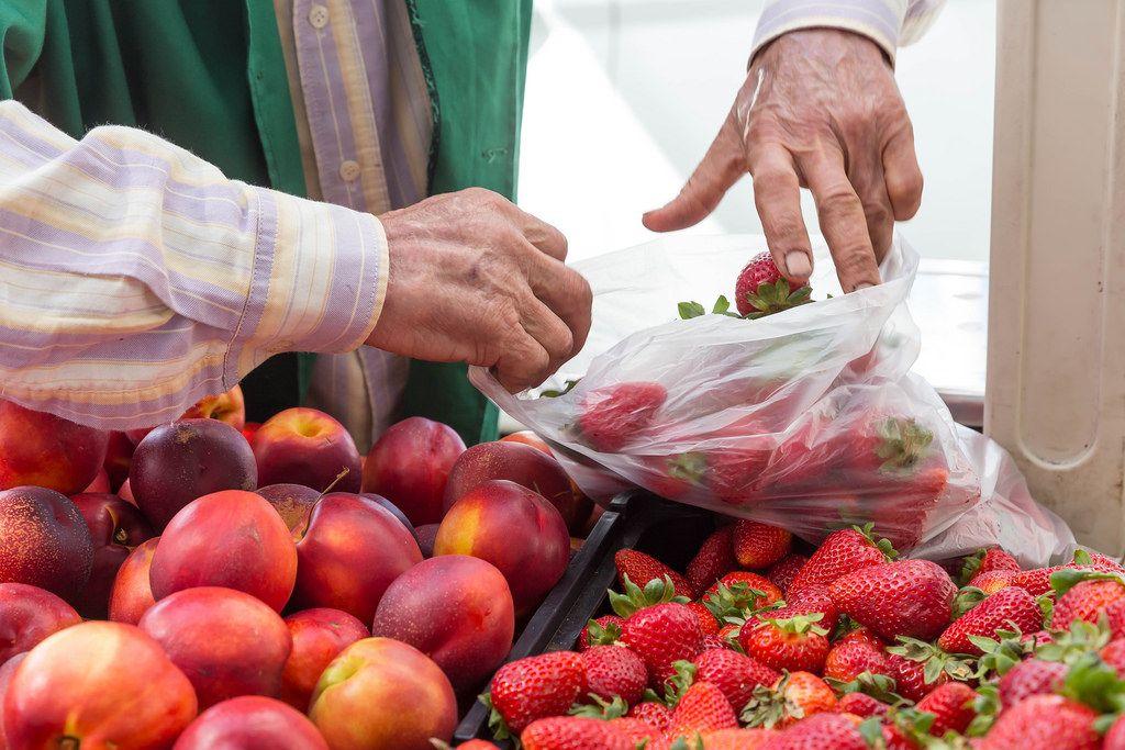 Frische Erdbeeren auf dem Markt