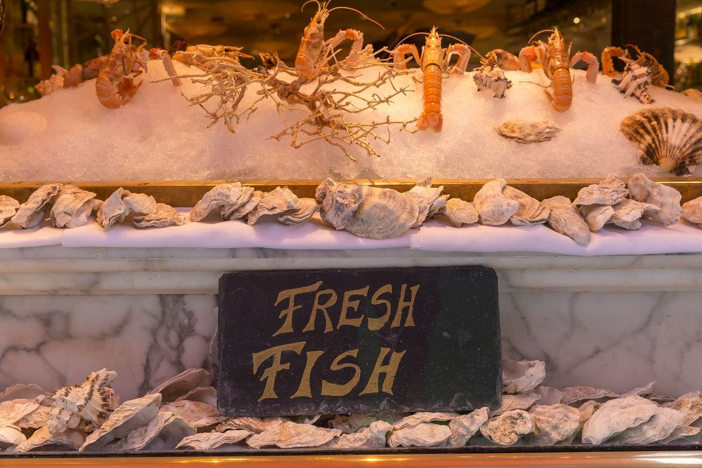 Frischer Fisch in einem Fischgeschäft in London