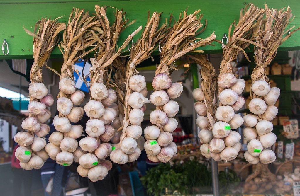 Frischer Knoblauch auf dem Markt