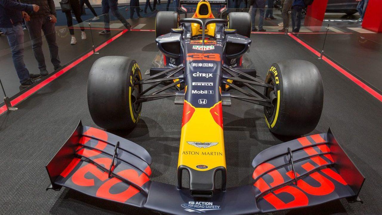 Frontansicht Des Formel 1 Rennwagens Aston Martin Red Bull Racing Rb15 Von Honda Creative Commons Bilder