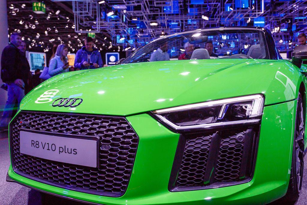 Frontansicht des grünen Audi-Modells R8 V10 plus