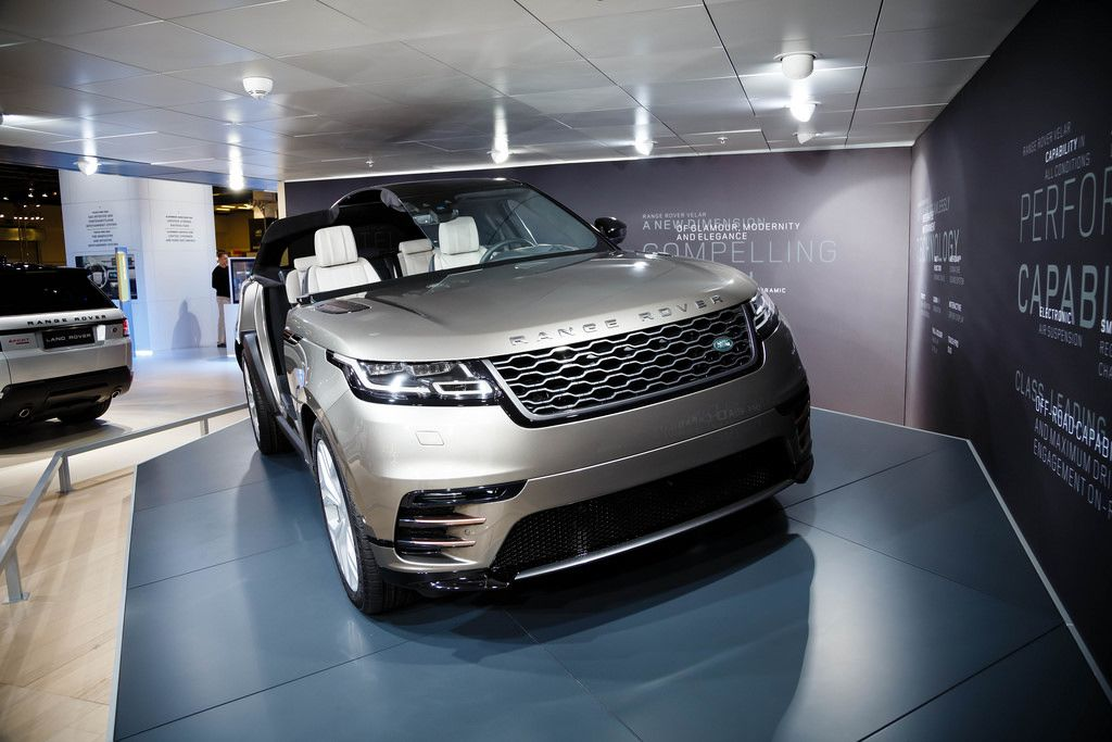 Frontansicht des neuen Range Rover Velar P380 HSE  von Land Rover bei der IAA 2017 an