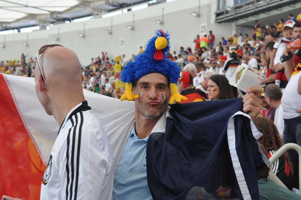 Fußball-Fan mit einer französischen Flagge - Fußball-WM 2014, Brasilien