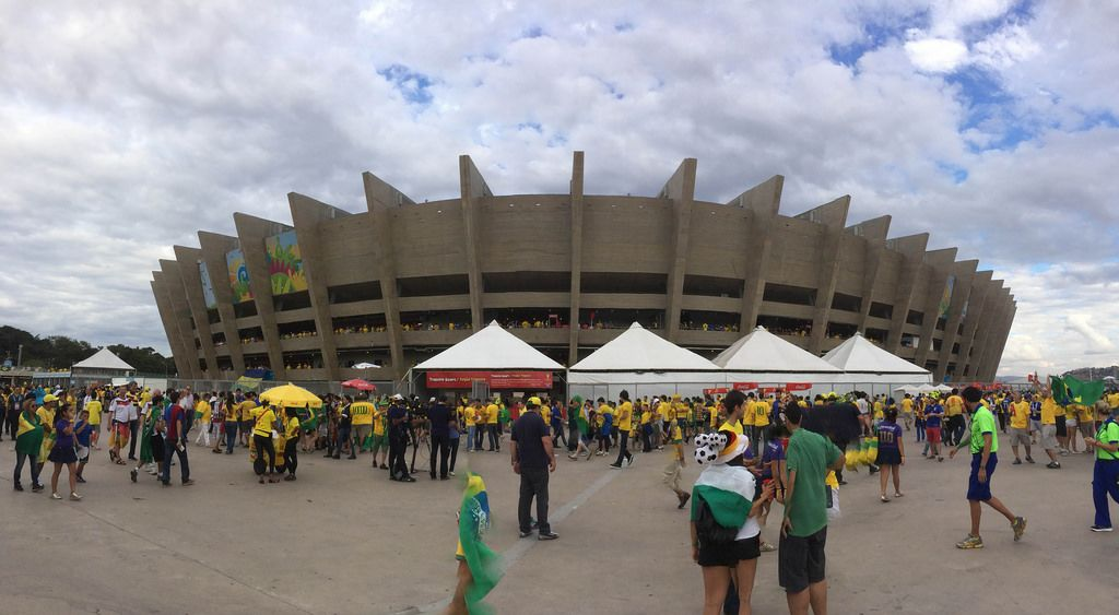 Fussball Fans Vor Dem Maracana Stadion Fussball Wm 2014