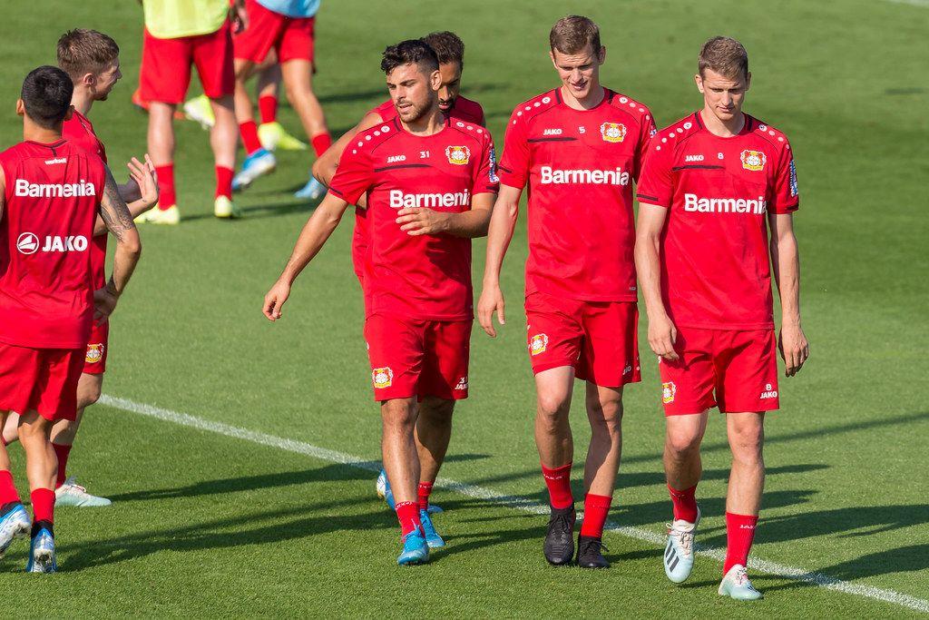 Fußballbrüder / Zwillingsbrüder Lars Bender und Sven Bender beim Fußballtraining mit Mannschaftskollege Kevin Volland