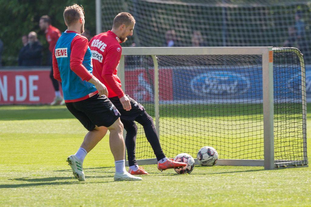 Fußballspieler des 1. FC Köln während der ersten Trainingssession mit dem neuen Trainer André Pawlak
