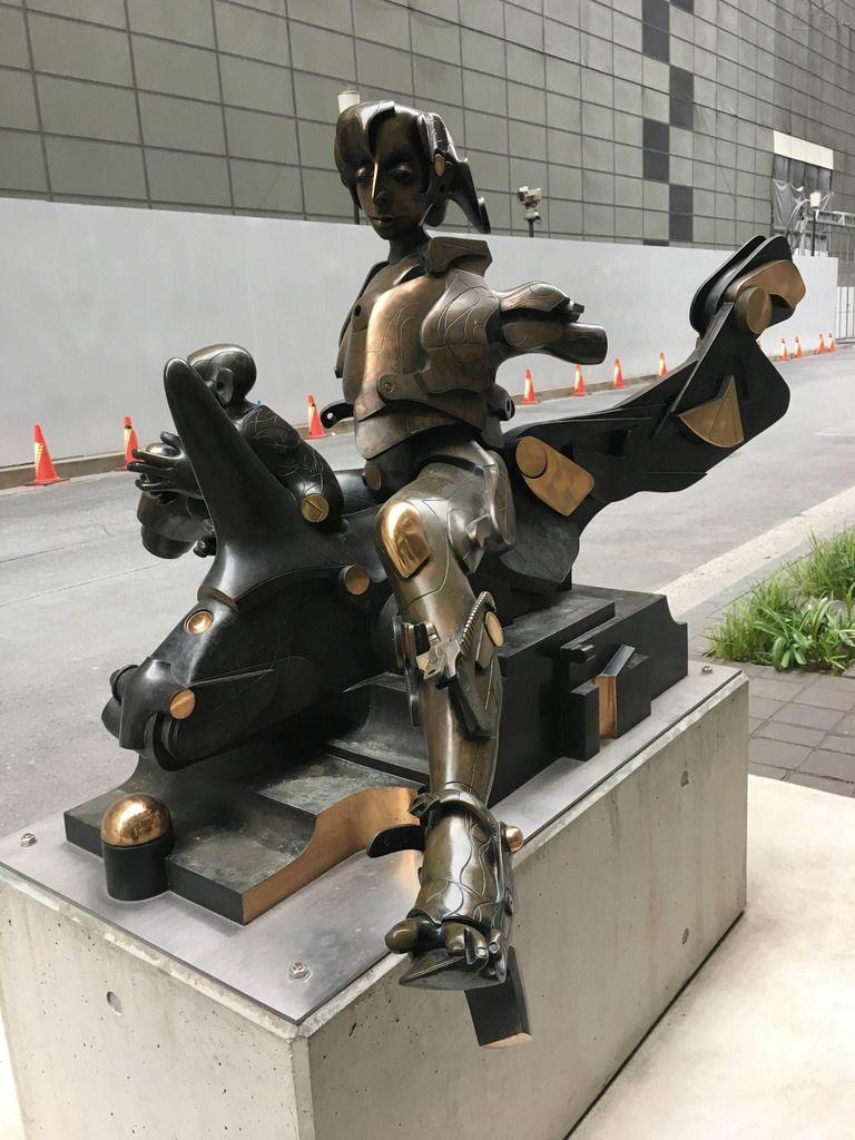 Futuristische Skulptur in Tokyo
