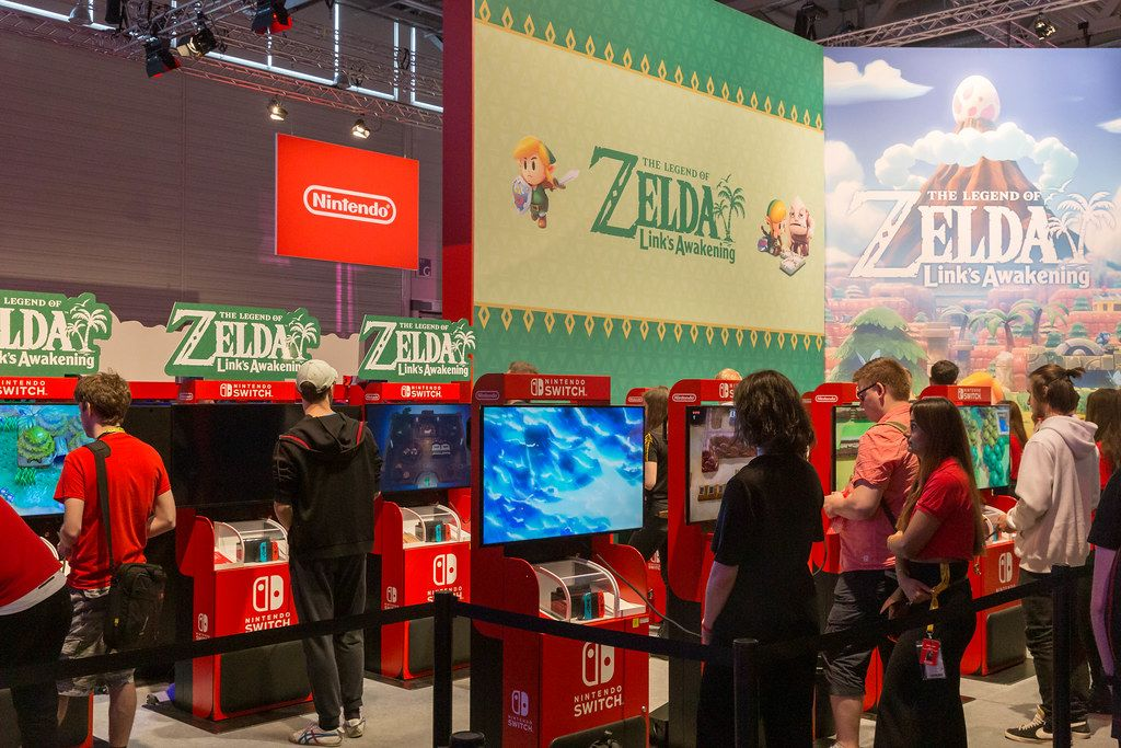 Gamescom visitors play the trend game The Legend of Zelda - Link'S Awakening on Nintendo Switch
