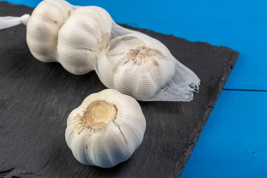 Garlic pack on the black Stone Tray (Flip 2019)