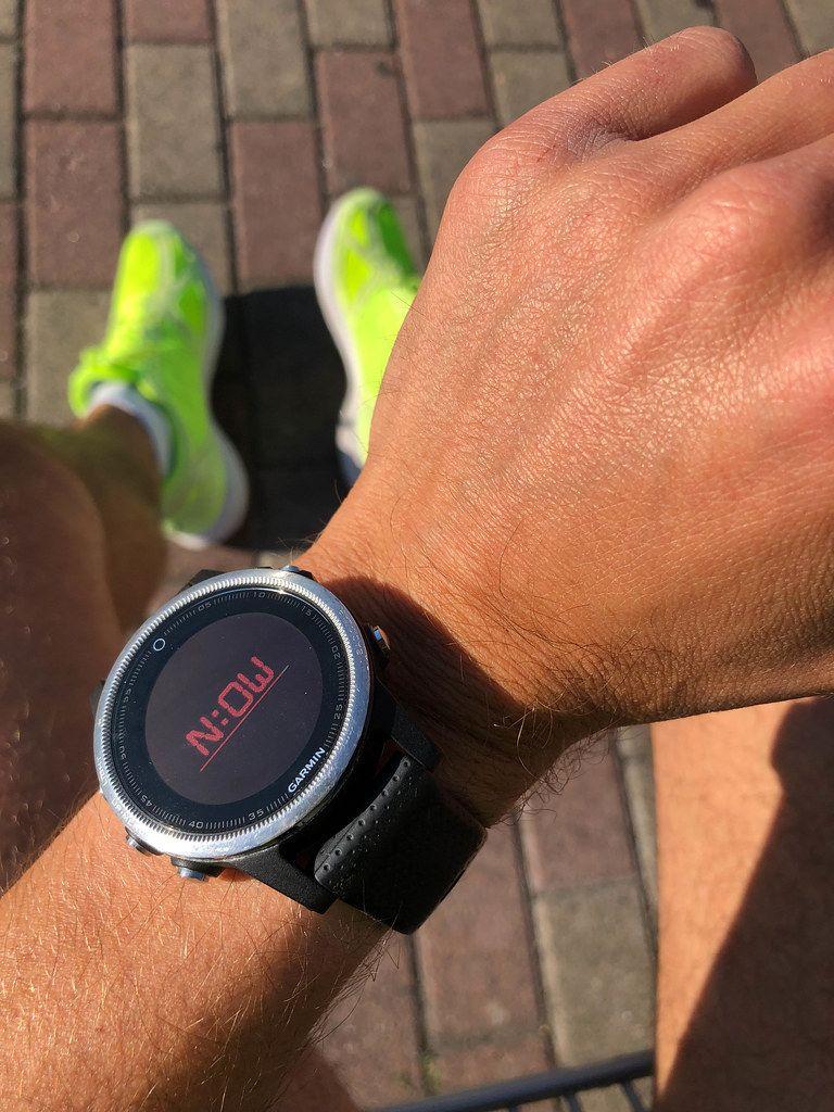 Garmin Smartwatch on a men's arm shows text