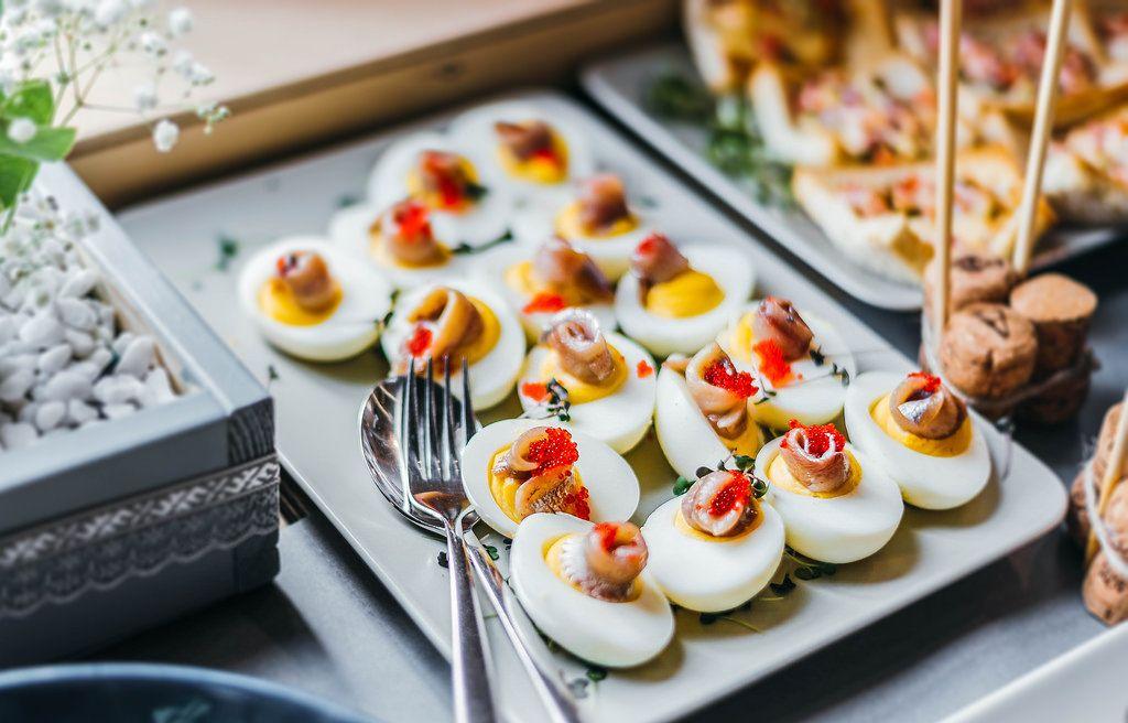Gefüllte Eier mit Hering und Kaviar