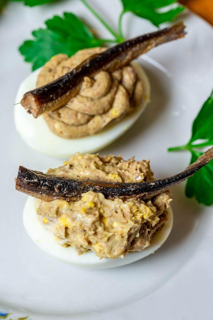 Gefüllte Eier mit Sardinen
