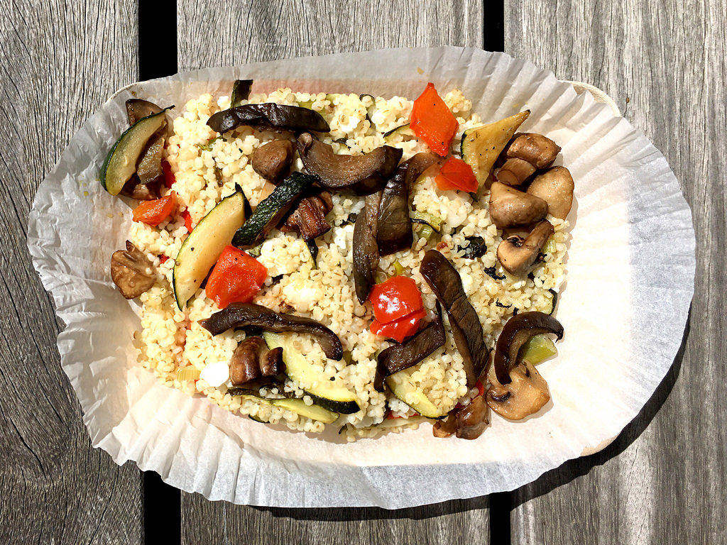 Gefüllte Spitzpaprika  mit Feta, Grillgemüse und Emmer