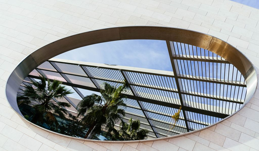 Geometric openning in the wall of Champalimaud Foundation building