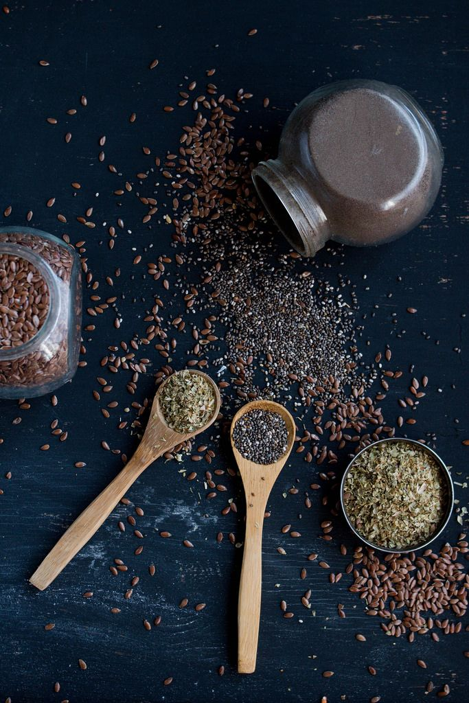 Gewürze / Various  spices and herbs in wooden spoons