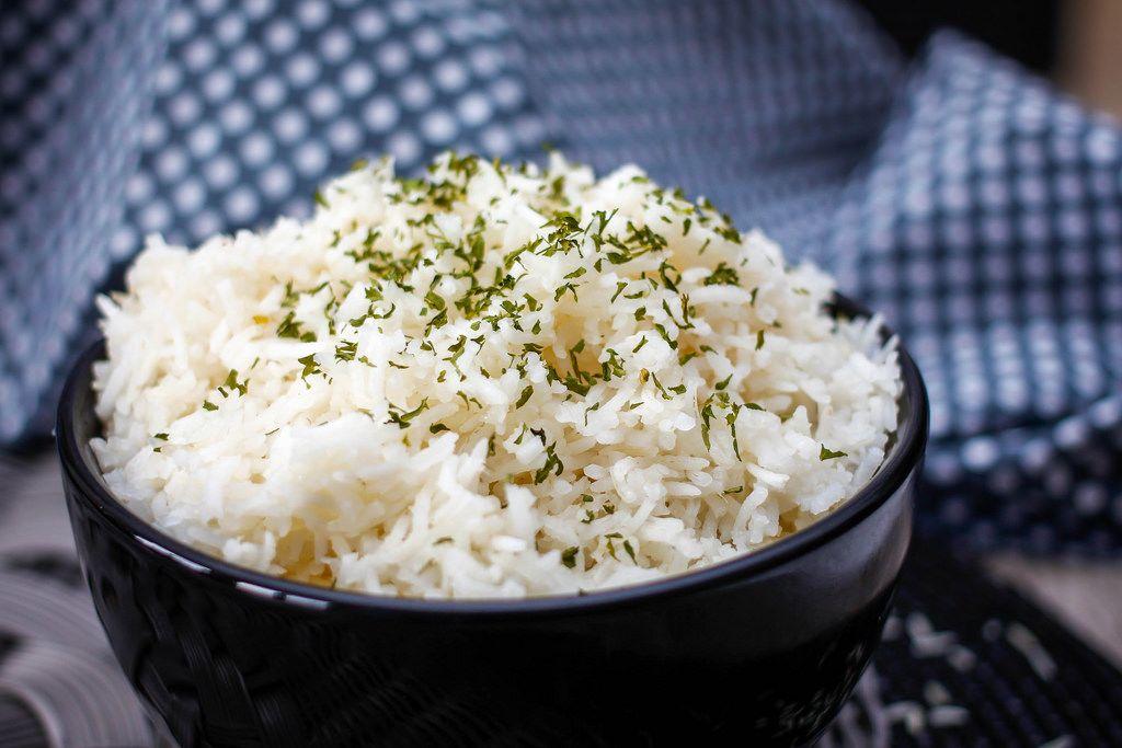 Gewürztes Reis in einer Schüssel