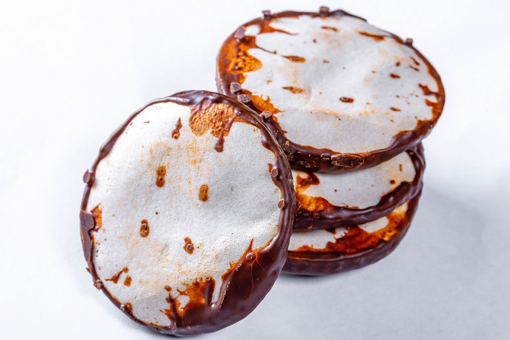 Gingerbread with white and dark chocolate
