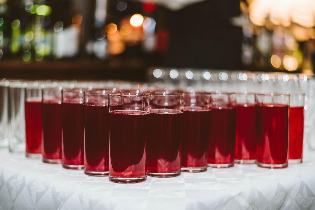 Gläser mit frisch gepresstem Saft